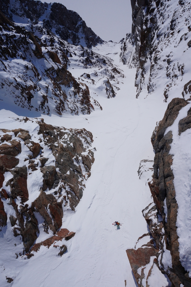 Ross Hewitt skiing a 1450 m Couloir in Baffin Island 2014