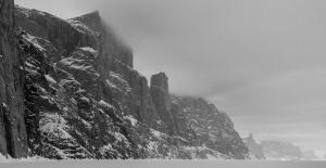 Ross Hewitt Guiding expedition skiing baffin island 35