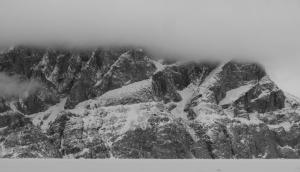 Ross Hewitt Guiding expedition skiing baffin island 28