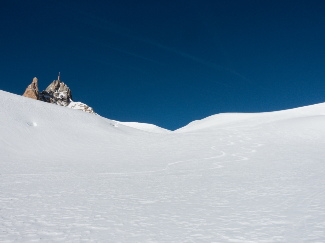 Ross Hewitt Ski Guiding powder in valley blanche midi