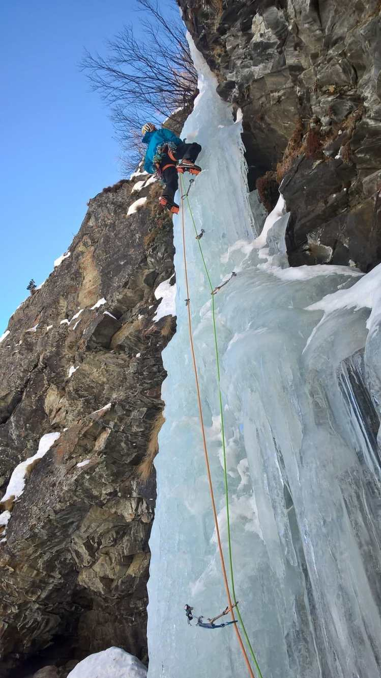 Ross Hewitt Guiding ice Cogne