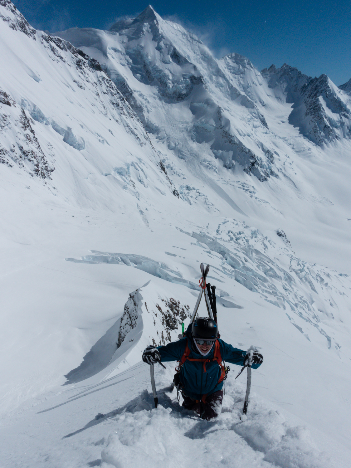 Dave Searle on the Kingspine, Silberhorn in back ground, Aoraki / Mt Cook