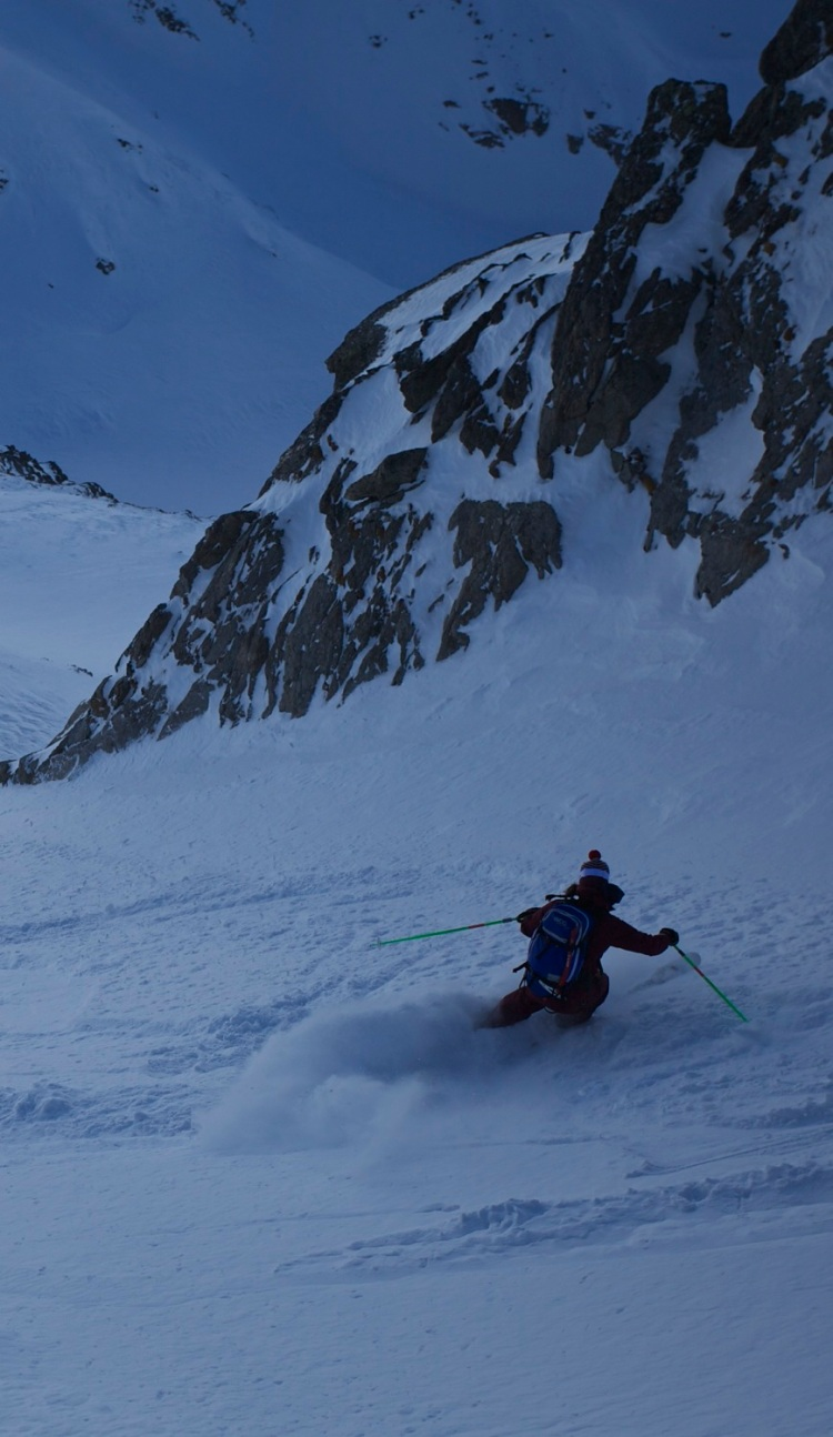 Andy Michelle Blaydon skiing on the Mort couloir 1